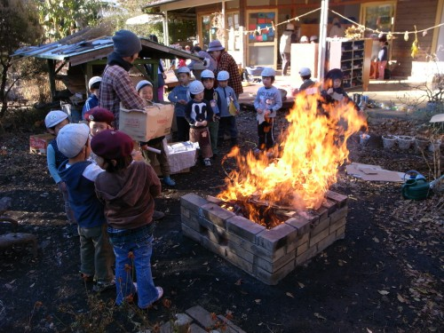 園庭の焚き火